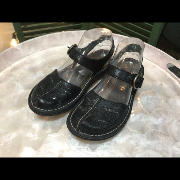 Simple Shoes - Simple Tooled Black Leather Mary Janes